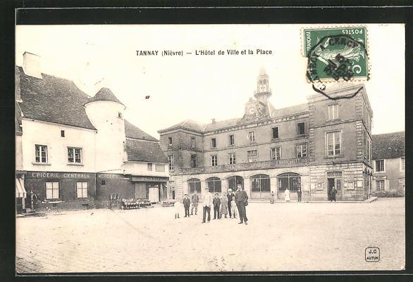 AK Tannay, L'Hotel de Ville et la Place 0