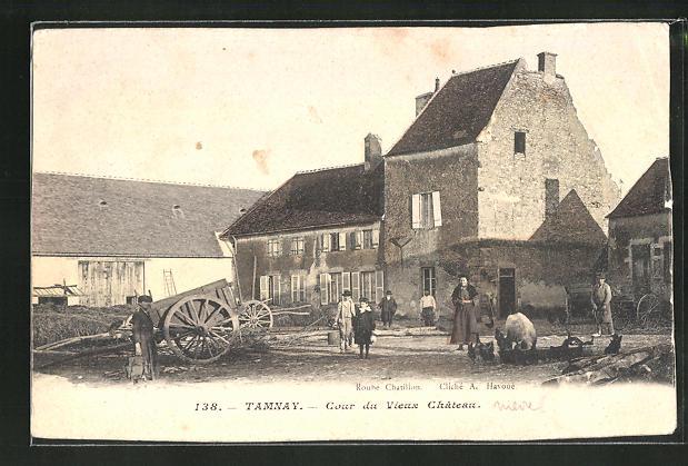 AK Tamnay, Cour du Vieux Chateau 0