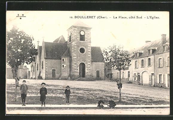 AK Boulleret, La Place, coté Sud, L'Eglise 0