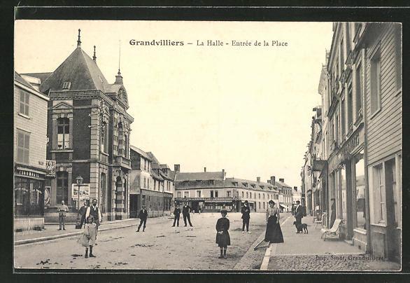 AK Grandvilliers, La Halle, Entrée de la Place