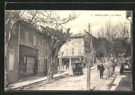AK Saint-Just, La Place, Strassenpartie im Zentrum 0