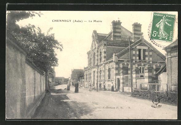 AK Chennegy, La Mairie, Strassenpartie am Rathaus