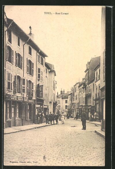 AK Toul, Rue Carnot, Strassenpartie