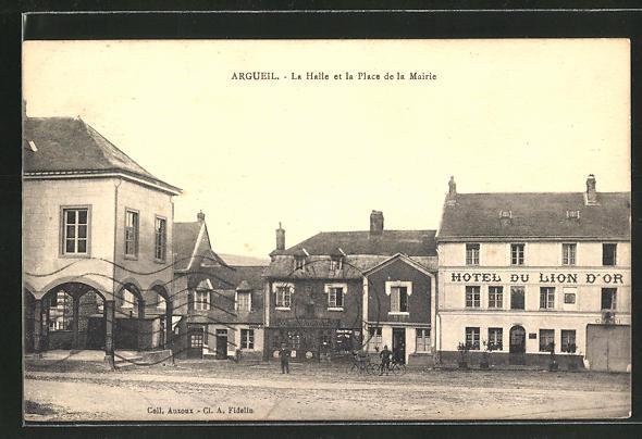 AK Argueil, La Halle et la Place de la Mairie