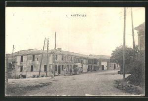 AK Auzéville, Ortspartie mit Häusern