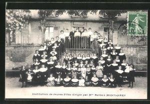 AK Montlhery, Institution de Jeunes Filles dirigee par Mme Barbe, Mädchen
