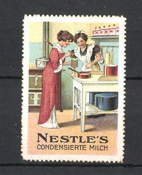 Reklamemarke Nestle's condensierte Milch, Hausfrauen kochen mit Milch