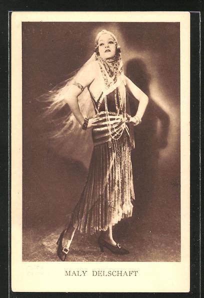 AK Schauspielerin Maly Delschaft im Kostüm einer Filmrolle