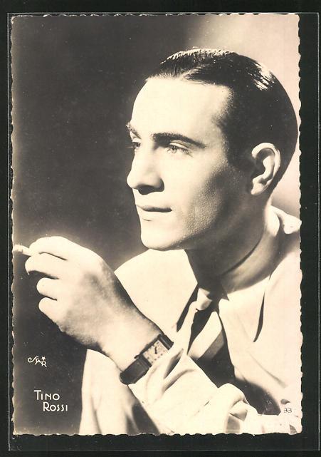 AK Schauspieler Tino Rossi mit Zigarette in der Hand ernst blickend