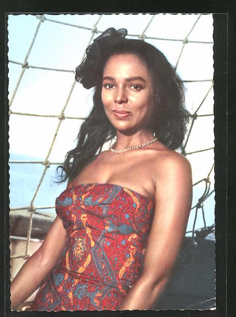 AK Schauspielerin Dorothy Dandridge in buntem Kleid