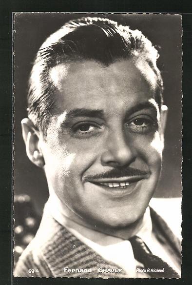 AK Schauspieler Fernand Gravey in die Kamera lächelnd