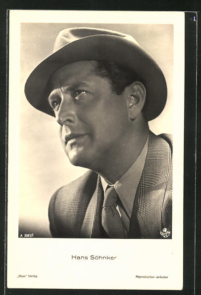 AK Schauspieler Hans Söhnker mit Hut ernst schauend