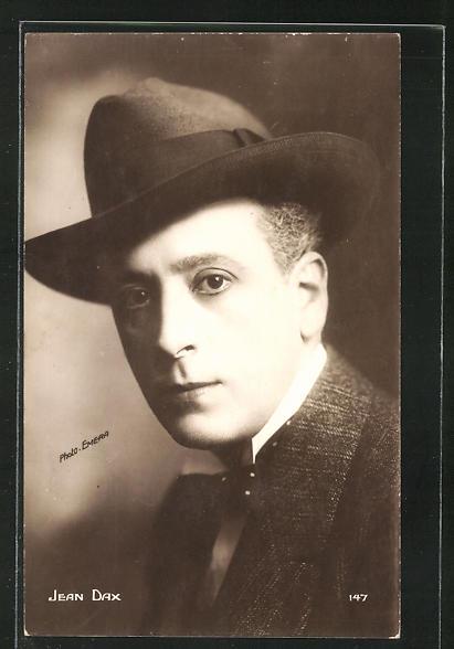 AK Schauspieler Jean Dax mit Hut ernst schauend
