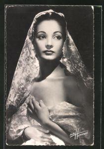 AK Schauspielerin Carmen Sevilla im Kostüm einer Filmrolle