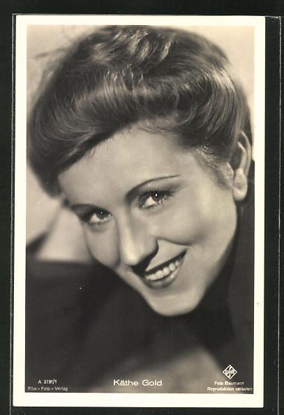 AK Schauspielerin Käthe Gold in die Kamera lächelnd