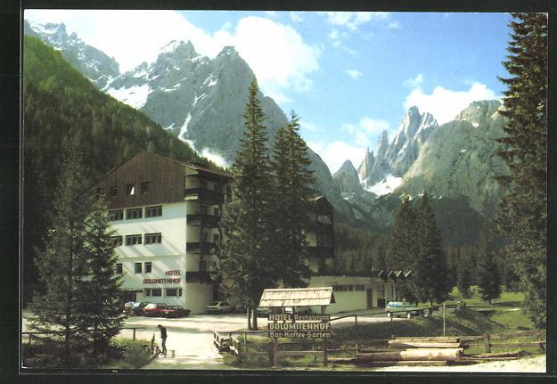 AK Sexten, Hotel Dolomiten Hof mit Gebirge im Hintergrund