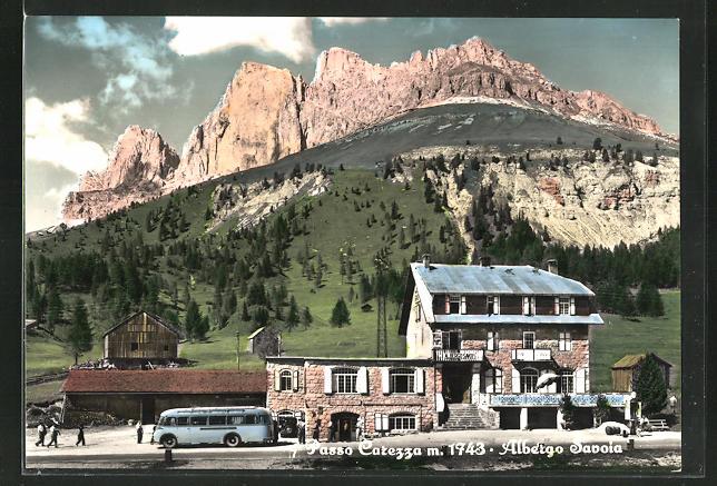 AK Karerpass, Savoia Hotel mit Gebirge im Hintergrund