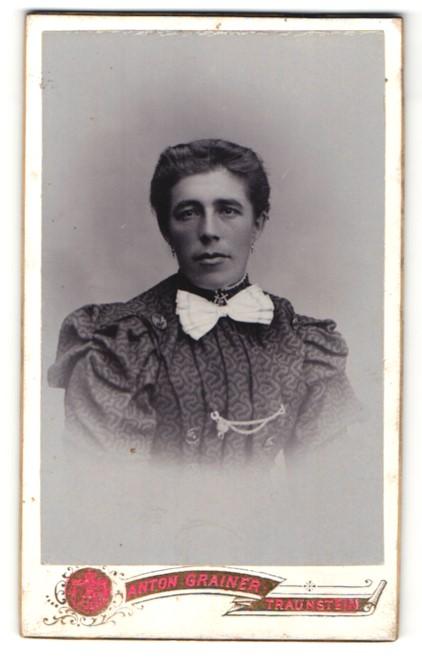 Fotografie Anton Grainer, Traunstein, Portrait Dame mit zusammengebundenem Haar