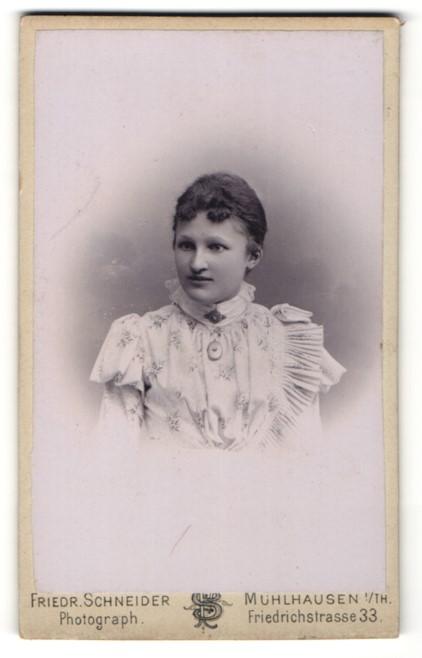 Fotografie Friedr. Schneider, Mühlhausen i/Th, Portrait junge Dame mit zusammengebundenem Haar