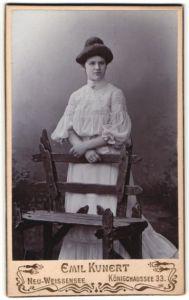 Fotografie Emil Kunert, Berlin-Neu-Weissensee, Portrait junge Dame mit Hochsteckfrisur