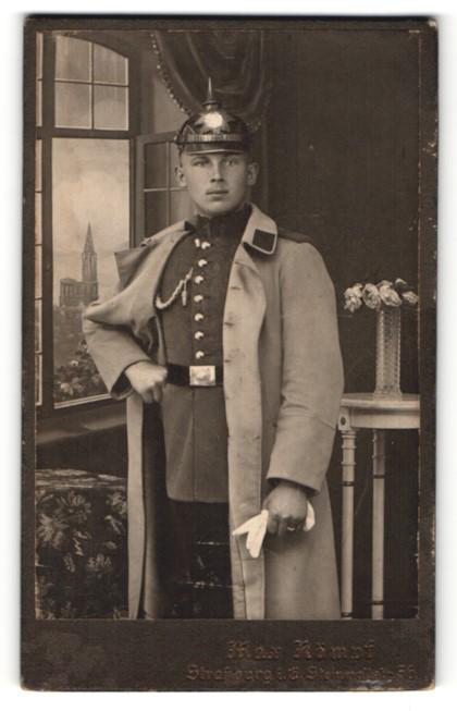 Fotografie Max Kämpf, Strassburg / Elsass, Soldat in Uniform mit Pickelhaube