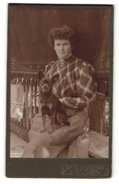 Fotografie Otto Bischoff, Donauwörth, Dame mit Schhosshund