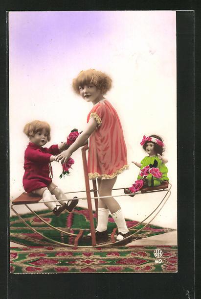 AK Mädchen spielt mit Puppen auf der Wippe