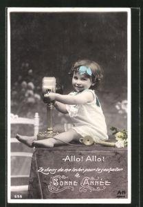 AK Mädchen mit Telefon: