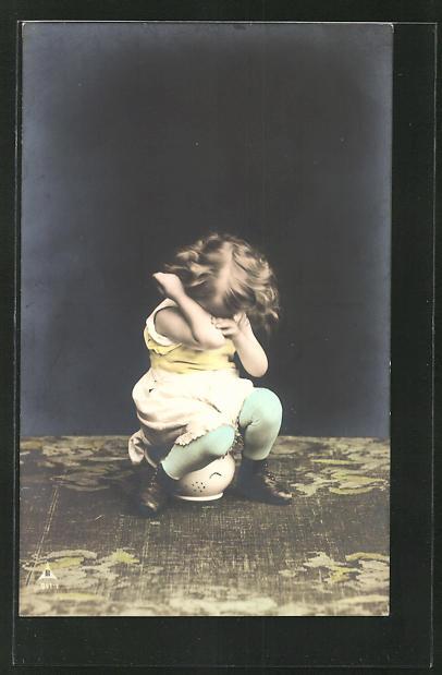 AK weinendes Mädchen beim Töpfchen-Training, Toilettenhumor