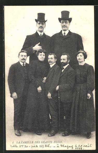 AK La Famille des Géants Hugo, Familie zweier Riesen