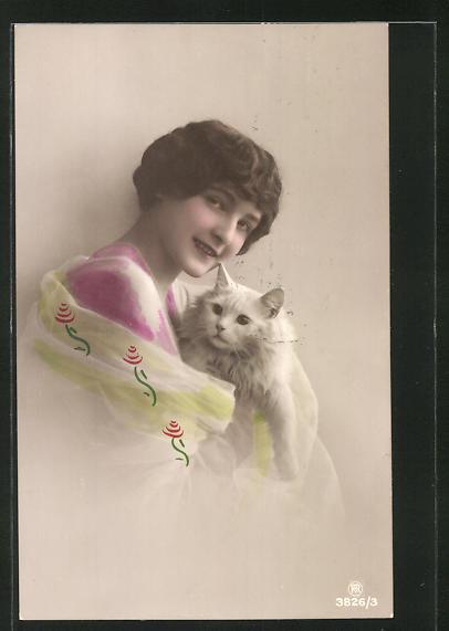 AK Junge Frau mit Katze auf dem Arm