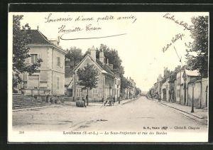 AK Louhans, La Sous-Préfecture et rue des Bordes