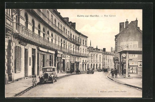AK Sablé-sur-Sarthe, Rue Carnot, Strassenpartie
