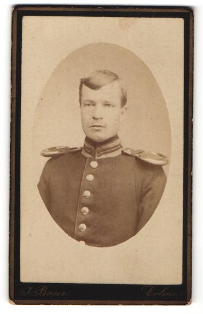 Fotografie Atelier Baur, Colmar, Deutscher Soldat in Uniform mit Epauletten