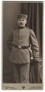 Fotografie Atelier Germania, Mannheim, deutscher Soldat in Feldgrau mit Bajonett & Portepee