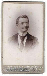 Fotografie J. Reichling, Augsburg, Portrait junger Herr in Anzug