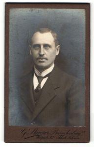 Fotografie G. Stegerer, Brandenburg a/H, Portrait Herr in Anzug