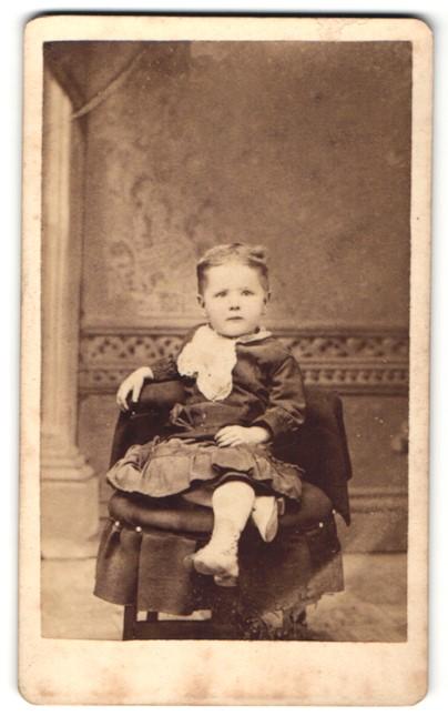 Fotografie H. P. Hanson, Omaha, NE, Portrait Kleinkind in Kleidchen
