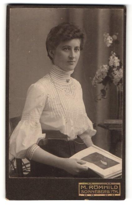 Fotografie M. Römhild, Sonneberg i/Th, Portrait bürgerliche junge Dame