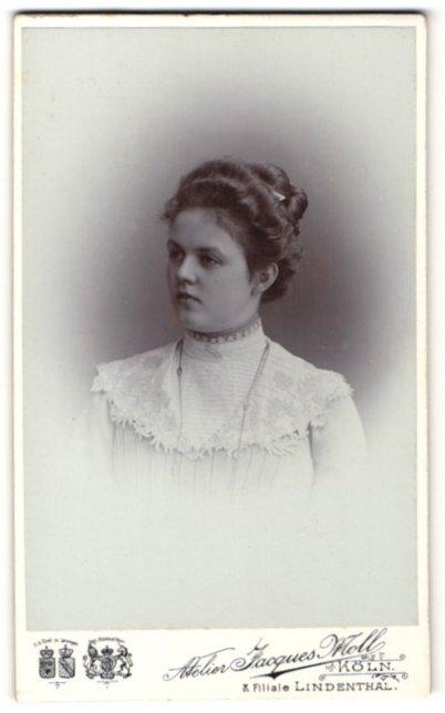 Fotografie Jacques Moll, Köln, Portrait junge Frau mit zeitgenöss. Frisur