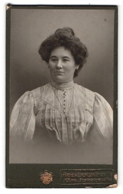 Fotografie Arthur Eckerlein, Lindau i/B, Portrait Dame mit Hochsteckfrisur