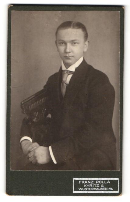Fotografie Franz Rolla, Kyritz & Wusterhausen, Portrait junger Herr in Anzug