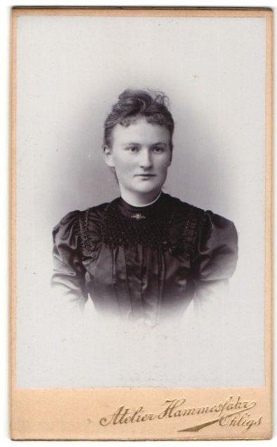 Fotografie Atelier Hammesfahr, Ohligs, Portrait junge Frau mit zusammengebundenem Haar