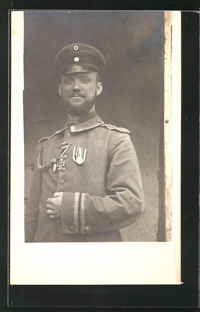 Foto-AK Soldat in Uniform mit Eisernem Kreuz