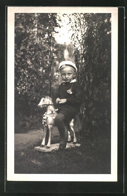 Foto-AK Knabe im Matrosenanzug auf Schaukelpferd