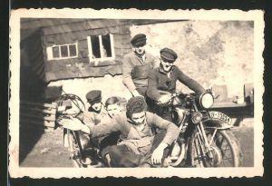 Fotografie Motorrad DKW, Burschen mit Krad & Seitenwagen, Kennzeichen IV-73334