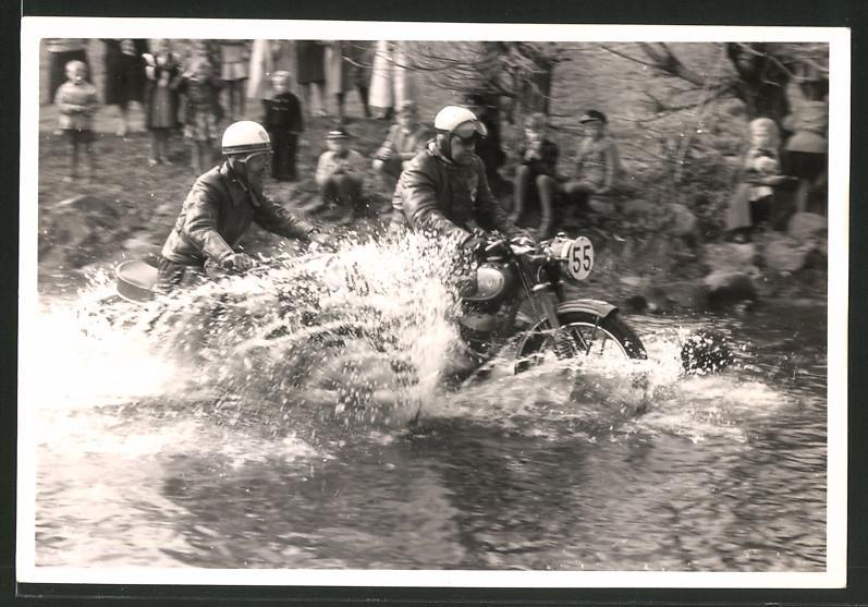 Fotografie Motorrad-Rennen, Motorrad DKW GS mit Startnummer 55 bei Wasserdurchfahrt