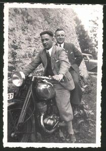 Fotografie Motorrad DKW, junge Männer auf Krad sitzend