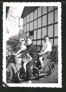 Fotografie Motorrad NSU-D-Rad Kinder auf Krad sitzend