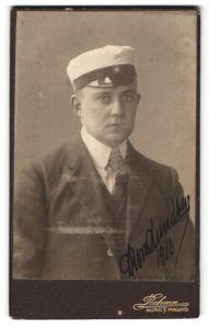 Fotografie Rahmn, Lund & Malmö, Portrait Burschenschaftler mit Mütze